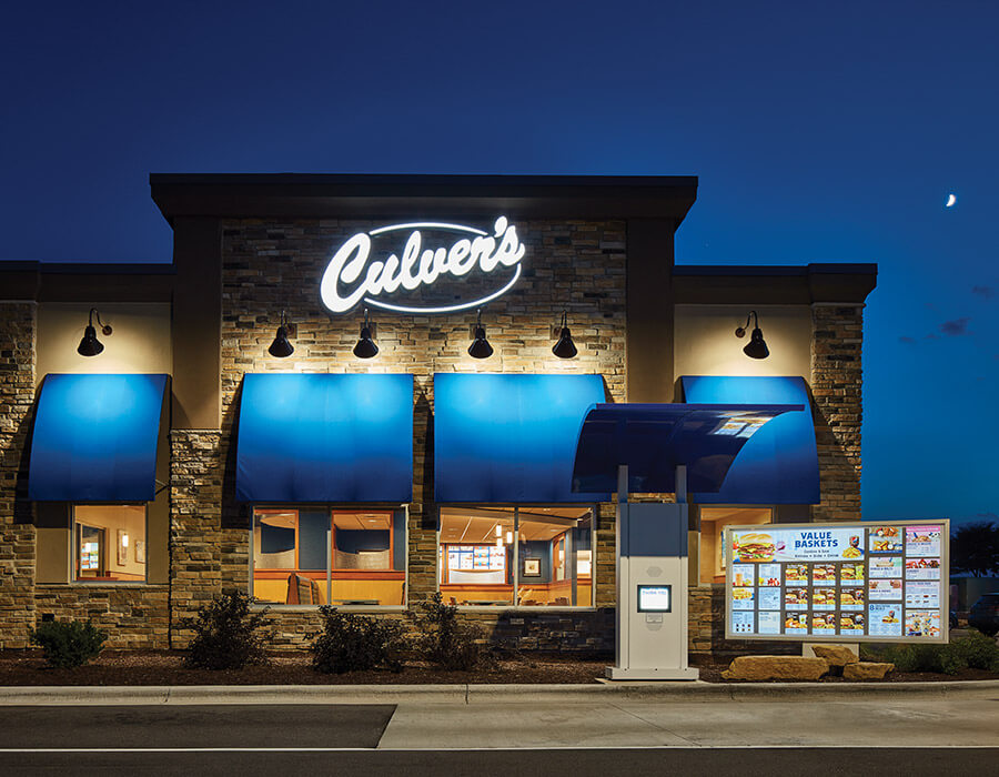 Culver's restaurant at night