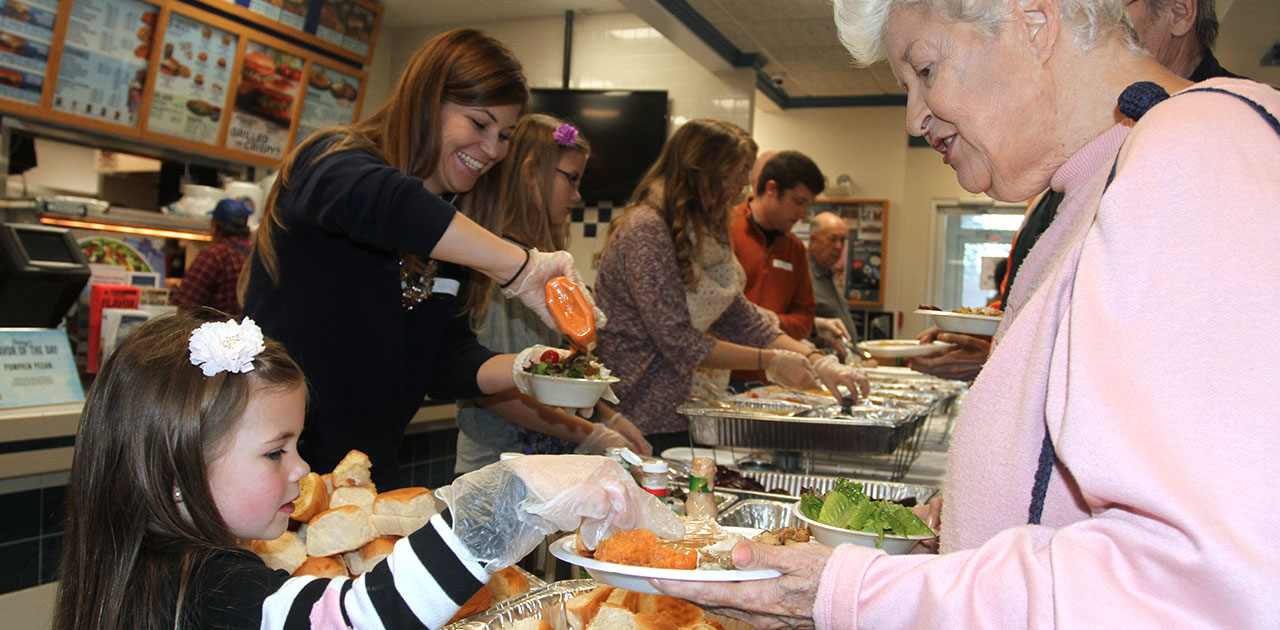 Illinois Restaurant Provides Annual Free Thanksgiving Dinner to Community